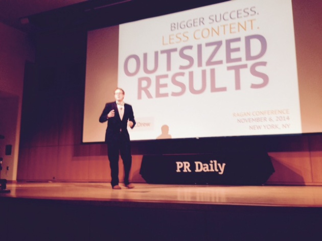 "Andrew Davis presenta ""Bigger Success, Less Content, Outsized Results"" en la PR Daily World Conference 2014"